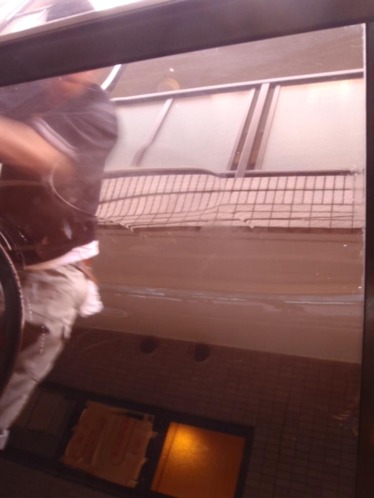 自転車置き場の屋根清掃 ...